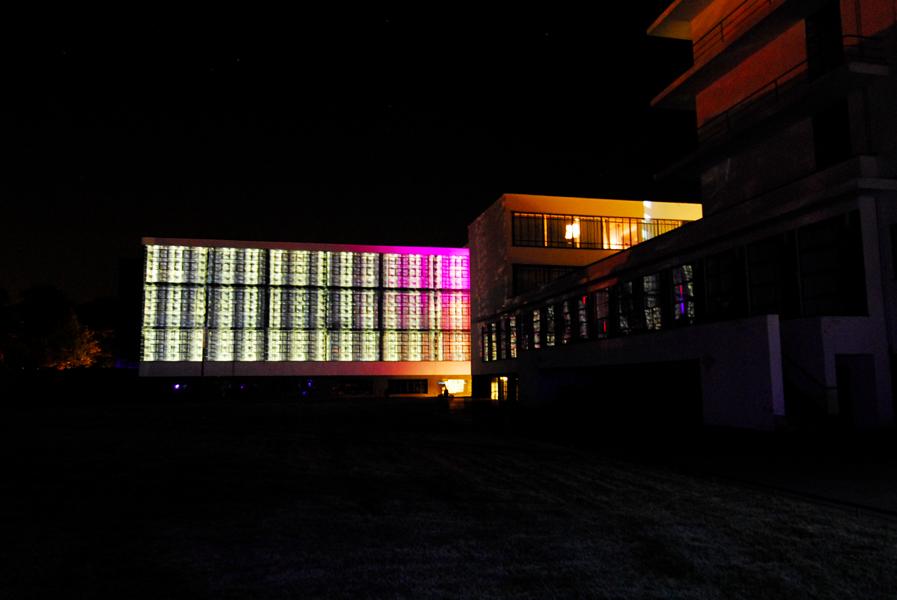 das bauhaus leuchtet farbfest dessau 2011 forschungslabor farbe licht raum prof dr axel. Black Bedroom Furniture Sets. Home Design Ideas
