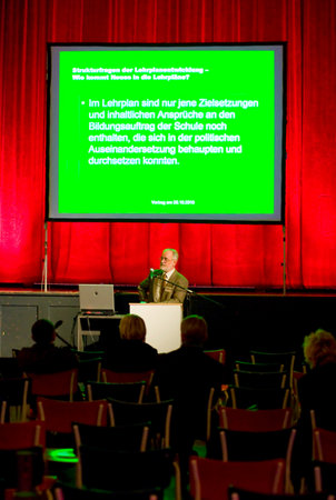 hartmut_wenzel_konferenz_farbe_bildung