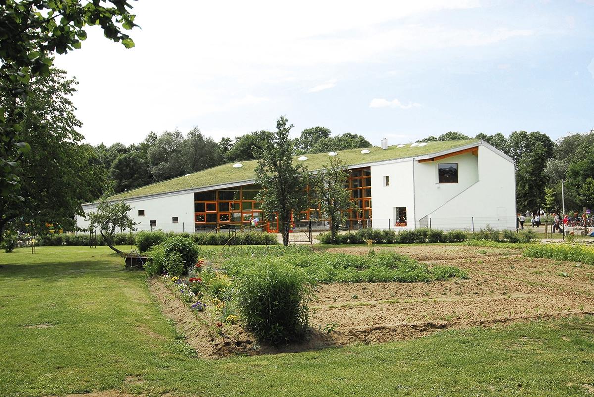 Lernhaus_LIPA_Burg_Buether_Schulgartenseite